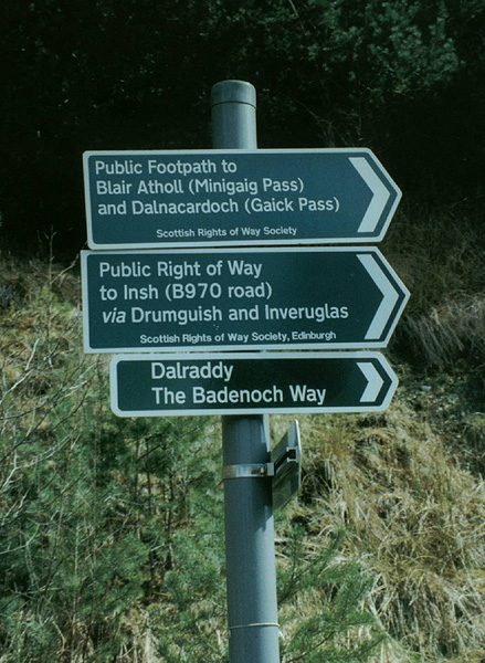 minigaig_rightofwaysigns
